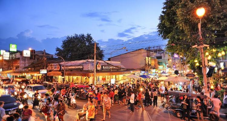 Sunday Night Walking Street di Chiang Mai